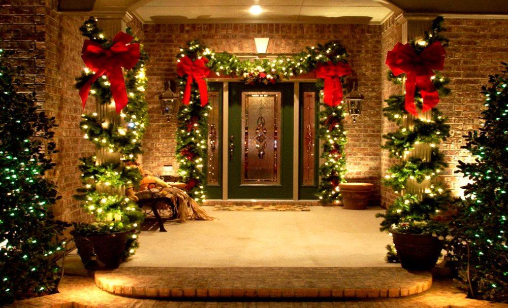 Iluminación de una casa en Navidad :: Imágenes y fotos